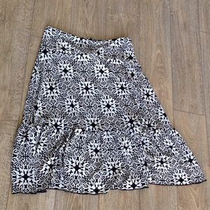 Dresses & Skirts - Fun black and white stretchy skirt!